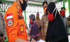 """Permalink to Serahkan BLT, Bupati Bantaeng: """"Bantuan Penting, Namun Lebih Penting Kesehatan Masyarakat"""""""